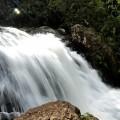 どうすれば水は溝の中をスムーズに流れるでしょうか?